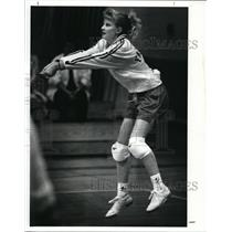1989 Press Photo Fairview volleyball player-Lesley Vysoky - cvb43638