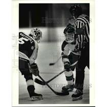 1990 Press Photo St. Edward's Todd Whitesell faces off against Todd Whitesell