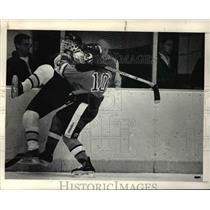 1989 Press Photo Heights Weiner vs North Olmsted's Curley-hockey game