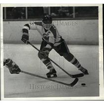 1982 Press Photo Jeff Browsky, North Olmsted hockey player - cvb47675