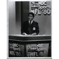 1981 Press Photo Bryant Gumbel Sportscaster NFL '80 - RRX59877