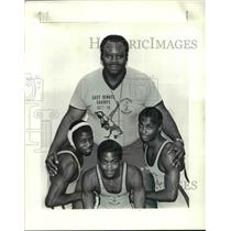 1985 Press Photo Coach Ron Alexander, Benny Bright, Desmond, Irby Burnett