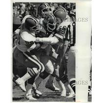 1981 Press Photo Browns' Don Goode and Robert Jackson stop William Andrews