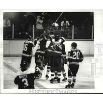 1983 Press Photo Bowling Green ties score at one piece 2nd period - cvb49772