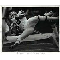1988 Press Photo Herman Fontenot of Browns Knocked Out of Bounds - cvb51996