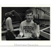 1990 Press Photo Mark Price in the sudio of WHLO radio station in religious show