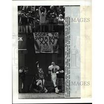 1990 Press Photo Denver- AFC Championship Game Denver fans go wild. - cvb53833