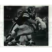 1990 Press Photo No.78 Mark Melnick of Beachwood High puts a hit on Dave Som