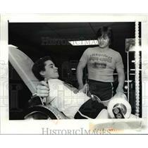 1982 Press Photo Mike Knirschild and Coach Ron Knasek - cvb55101