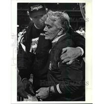 1990 Press Photo Bengals coach Sam Wyche talks to Bud Carson. - cvb56343