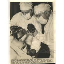 1939 Press Photo Tonsils Screen Test Human War Cancer - RRW35787