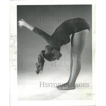 1961 Press Photo Beverly Wilson Shows Yoga Routines - RRW46147