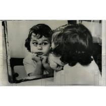 1961 Press Photo Michelle Keith Small Pox Vaccination - RRW69639