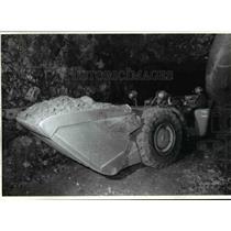 1992 Press Photo Miner Francis Bacon operates a huge LHD - cvb22994