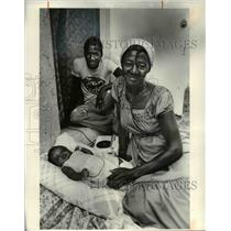 1980 Press Photo A family of Haitian refugees living in the US - cvb24964