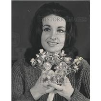 1967 Press Photo Lab technician aerosol Chemical crop - RRW42081