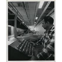 Press Photo Push Botton Control of Air Terminal mechanized conveyor system