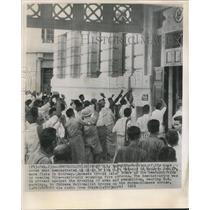 1961 Press Photo Demonstrators at Rangoon United States Embassy in Burma