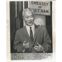 1963 Press Photo Tran Van Chuong outside Viet Nam Embassy after resigning.