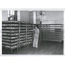 1949 Press Photo Lady arranging bread Shelf Uniform - RRX81343