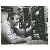 1961 Press Photo Ship Shore Radio Operator Dale Long - RRX98449