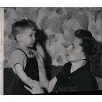 1952 Press Photo Stanley Jr. and Mrs. Stanley Thronton. - RRW77231