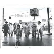 1991 Press Photo Neighborhood Protest Against Thyssen