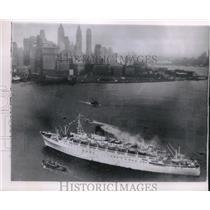 1953 Press Photo Greek ship steaming past Manhattan Island, New York - mjb63837