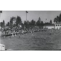 1941 Press Photo Comstock Swimming Pool full of summer swimmers - spb03088
