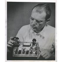 1953 Press Photo Radio Set Wireless Well Outside - RRW51079