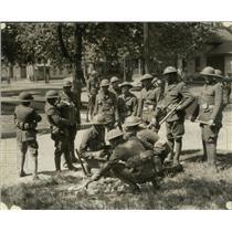 1934 Press Photo Guardsmen confiscate bricks hidden prior to fighting