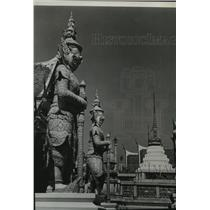 1953 Press Photo Giant statues in a temple in Bangkok - spb04842