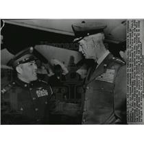 1955 Press Photo Gen. Charles Partridge welcomed to Taiwan by Gen. Wang Shu-Ming