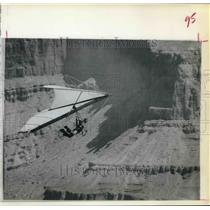 1976 Press Photo Glider Soaring Through The Grand Canyon. - hcx04670