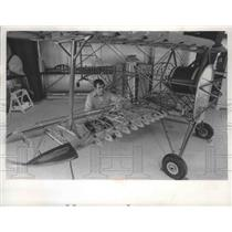 1974 Press Photo Gordon Goodrich & his homemade airplane in Milwaukee, Wisconsin