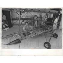 1974 Press Photo Gordon Goodrich & his homemade airplane in Milwaukee, Wisconsin