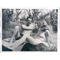 1945 Press Photo Chungking China Palmer Hoyt, Barbara Stephens - ner50837