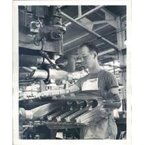 1941 Press Photo Detroit MI Briggs Manufacturing Co Spot Welding - ner52061