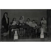 1939 Press Photo Drinking Lion's Milk Asbury school - RRX61685