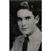 1928 Press Photo Silent Film Actor Lloyd Hughes - RRW78423