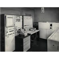 1969 Press Photo Automatic X-ray Fluorescence Analyzer. - RRW70955