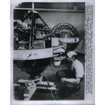1960 Press Photo Courier technician satellite solar - RRX57701