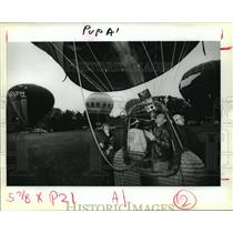 1988 Press Photo Dr. Bill Bussey Prepares for Natchez Balloon Race - noa24746