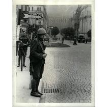 Press Photo Prague Street Police Guards Czechoslovakia - RRX65929