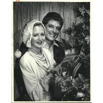 1986 Press Photo Mr and Mrs Garland Robinette decorate Christmas tree
