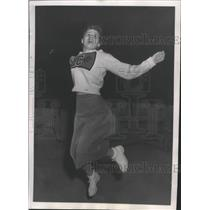 1952 Press Photo Lewis and Clark cheerleader-Sandra Elder cheers for her team
