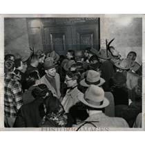 1952 Press Photo Crowd Gathers At Communist Hearing - RRW88963