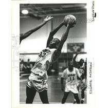 1991 Press Photo Basketball Action with Edward Anderson - nos04518