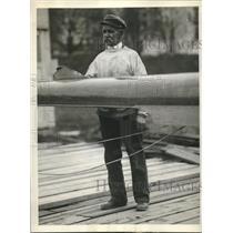 1930 Press Photo Ben Johnson boatbuilder at Columbia University - sba22236