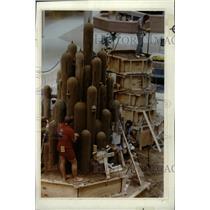 Undated Press Photo Brad Goll Sand Castle Scuplting - RRW81415